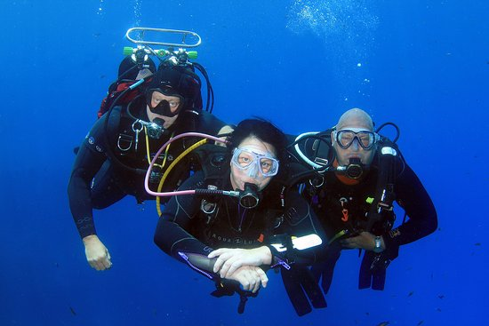 Qawra, Malta: Dawn Diving Instructors at play.