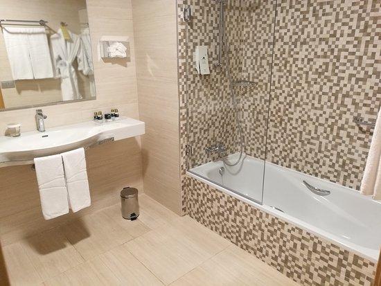TUI Sensimar Royal Palm Resort U0026 Spa: Blitzsauber, Geräumig Und Modern: Das  Bad
