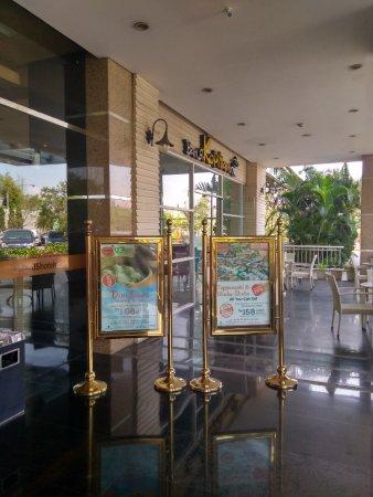 Harris Hotel & Conventions Festival CityLink Bandung: Lobby hotel.