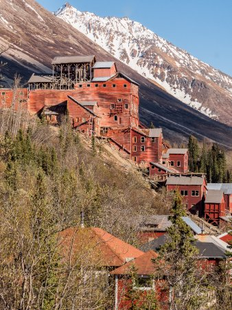 McCarthy, AK: The 14 storey mill at Kennecott
