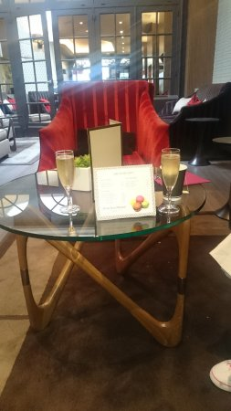 Hotel Etoile Saint-Honore by HappyCulture: Welcome champagne