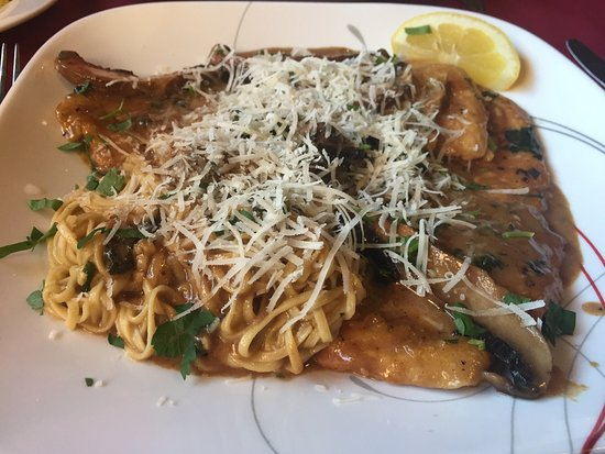 Blacksburg, Βιρτζίνια: The angel hair pasta with crabmeat, the chicken marsala and the homemade tiramisu were all wonde