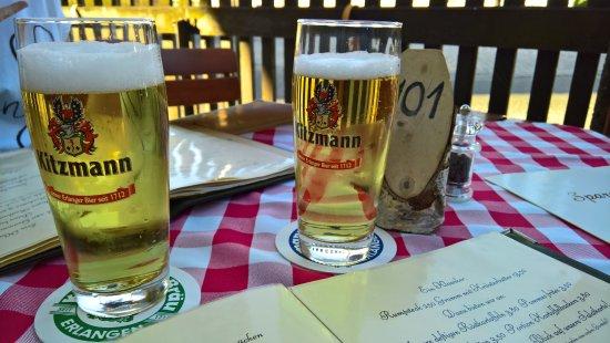 Kalchreuth, Alemania: leckeres Bier im Biergarten