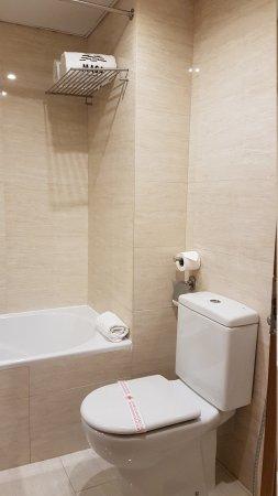 Masa Hotel Almirante : 20170522_221543_large.jpg