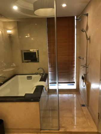 The Yangtze Boutique Shanghai: Bañera y ducha independientes - la bañera realmente buena