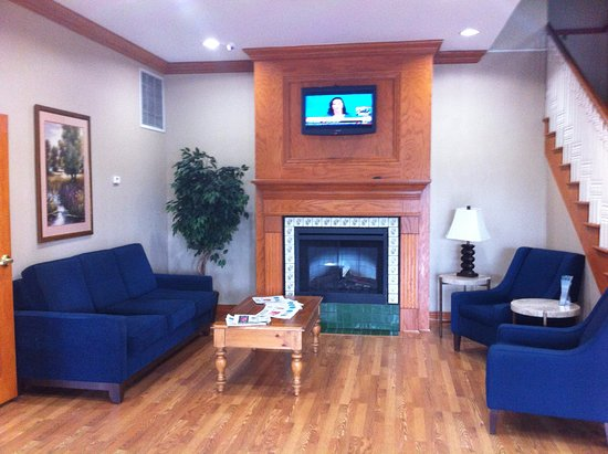 Comfort Inn & Suites: Hotels lounge area