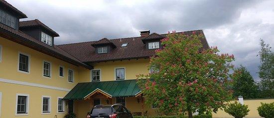 Hotel-Pension Bloberger Hof: backyard