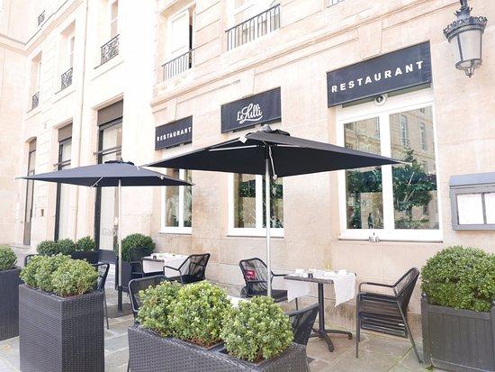 Grand Hotel du Palais Royal: Le Lulli's terrace