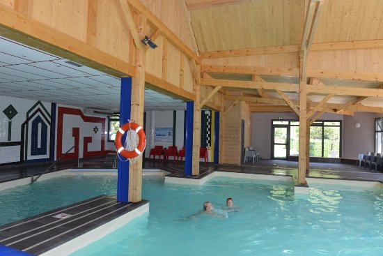 camping airotel pyrenees piscine couverte chauffe avec jacuzzi