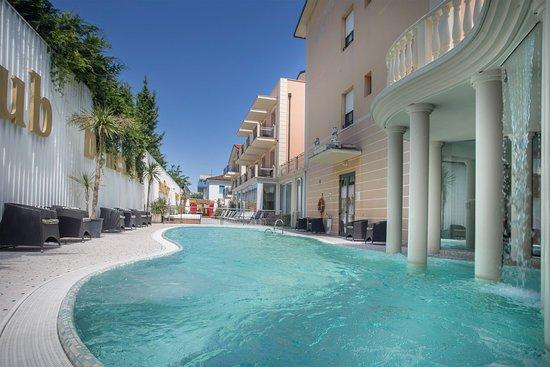 Hotel Mediterraneo Club Benessere: Piscina esterna