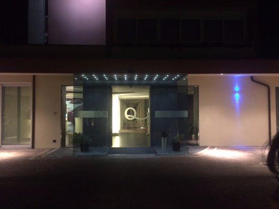 Hotel Aqua: entrata dell'hotel