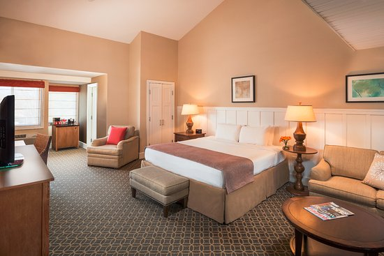 The Westport Inn: Superior King Guestroom, spacious with cathedral ceilings