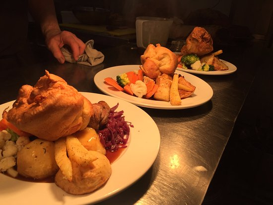 Horsham St Faith, UK: Traditional Sunday roast