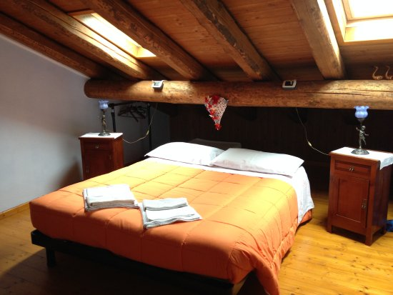 B b adelche san giovanni bianco itali foto 39 s reviews en prijsvergelijking tripadvisor - Kleedkamer voor mansard kamer ...