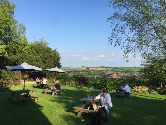 The Ebrington Arms Restaurant: Beer garden with glorious Cotswold views