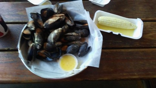 Pasadena, MD: Bucket of mussels with Corn on the cob