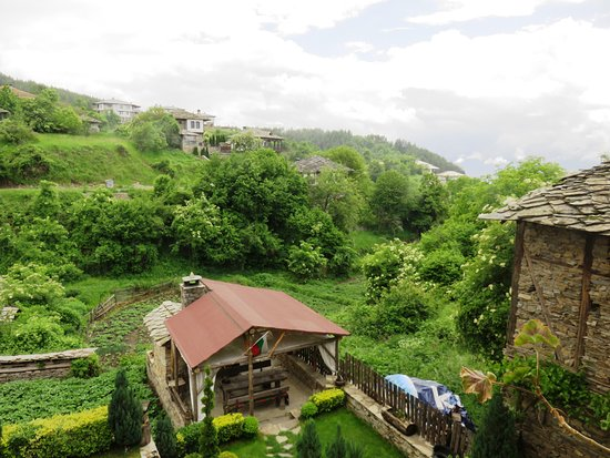 Leshten, Βουλγαρία: Blick in den Garten
