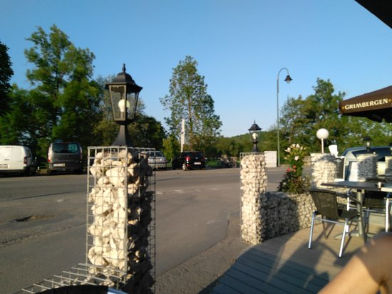 Hotton, Belgium: Belle terrasse et belle découverte.