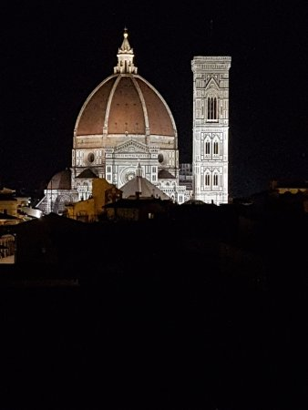 Santa Maria Novella Hotel : Roof deck, facing the Duomo, after dark.