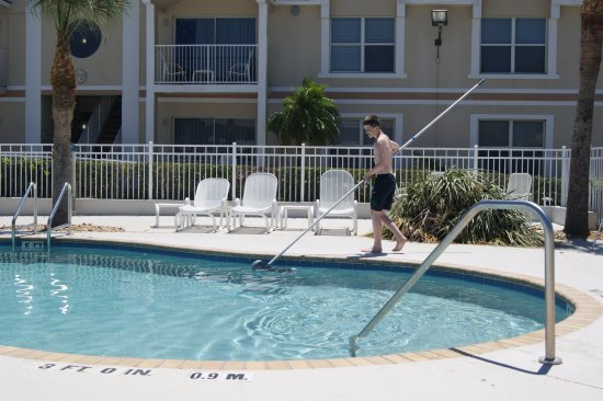 Holiday Inn Club Vacations Orlando Breeze Resort: small pool outside President Suites