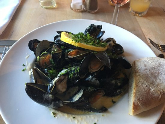 St. Florence, UK: The amazing Mussels at the Parsonage Inn in St Florence