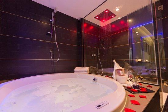 Suite Con Jacuzzi Malvasia Fotografia De Felix Hotel Valls