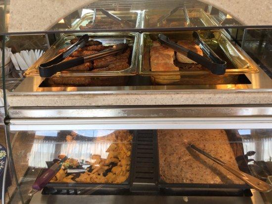 Ocean Shores, WA: Free hot breakfast!