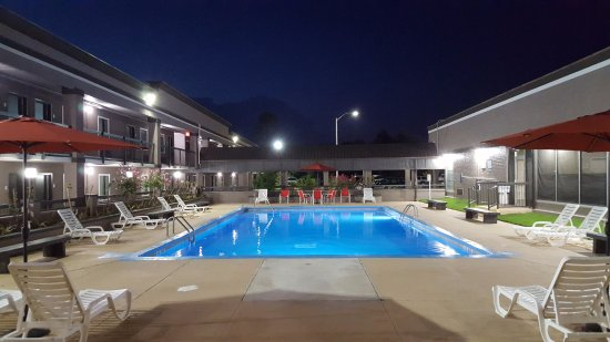 Pool - Clarion Inn & Suites Russellville I-40 Image