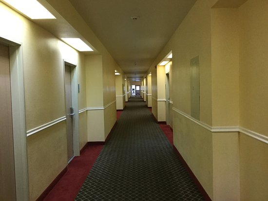Ocean Shores, WA: In the rooms corridor.