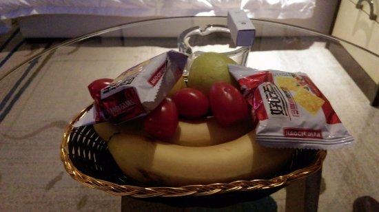 Hengyang, China: 房間內的迎賓水果及餅乾