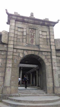 Hengyang, China: 祝融峰古剎門口