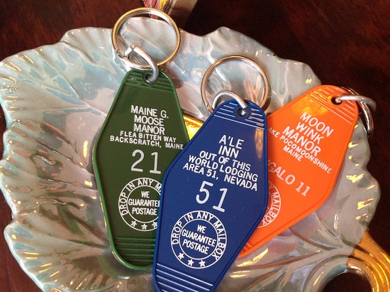 West Stockbridge, MA: Loved these motel room keyrings!