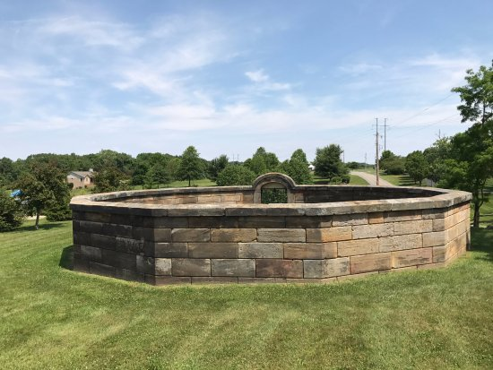 Lancaster, OH: Back side of walled enclosure