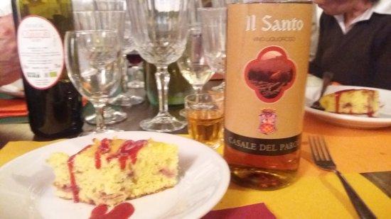 Agriturismo Il Vecchio Maneggio: dolce all'albicocca in salsa di fragole con vin santo
