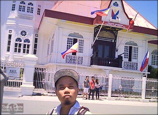Kawit, Filipiny: darwin-dalisay_large.jpg