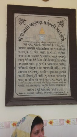 Parsi Agyari: Plaque at Agiyari