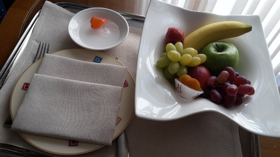Le Royal Hotels & Resorts - Luxembourg: Frisches Obst auf dem Zimmer
