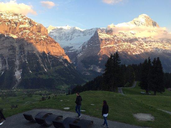 Berghaus Bort: Sun setting behind the mountain.