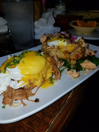 The Ruby Slipper Cafe : Cochon Bennie & Smoked Salmon Bennie - Yum!