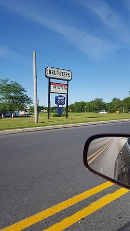 Dillsburg, PA: Bruster's sign