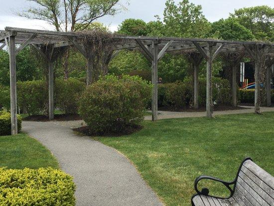 Agamont Park: photo2.jpg