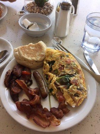 North Bay Village, FL: Awesome omelet at Buena Vista Cafe