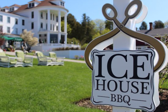 Ice House BBQ: Take the path to the left of the Island House Hotel