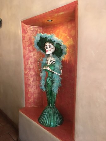 Mesilla, NM: Some of the decor in the restaurant.