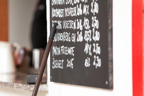 Plank am Kamp, Austria: Hier sind die Preise noch in Ordnung wie es sich für einen Heurigen gehört.