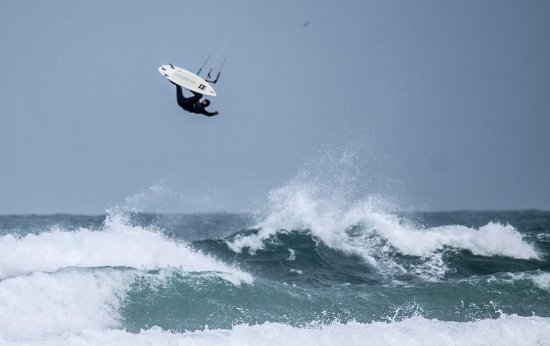 Хейл, UK: Kitesurfing lessons, coa hing and Sales at Gwithian and Marazion, Cornwall. www.pastyadventures.