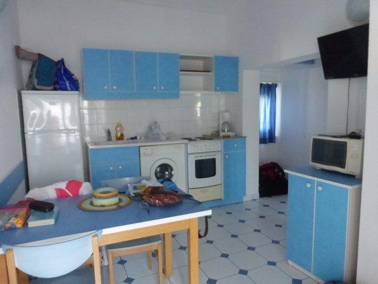 cuisine avec machine a laver le linge - Picture of Village Vacances on