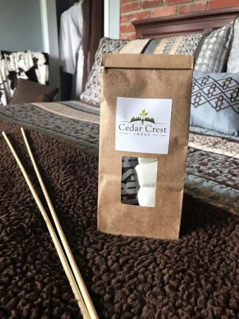Pleasanton, KS: S'mores Kit