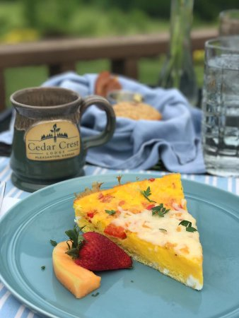 Pleasanton, KS: Breakfast second course: eggs Benedict quiche + fruits