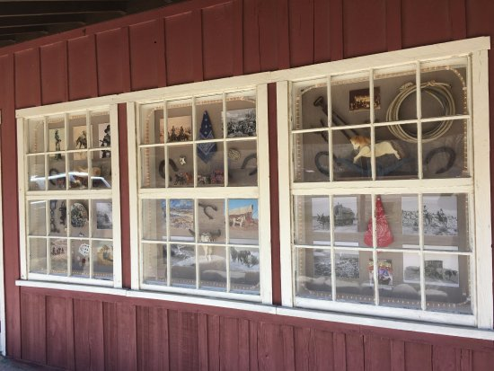 Walker, CA: Some of the Old Western Decor in the windows.